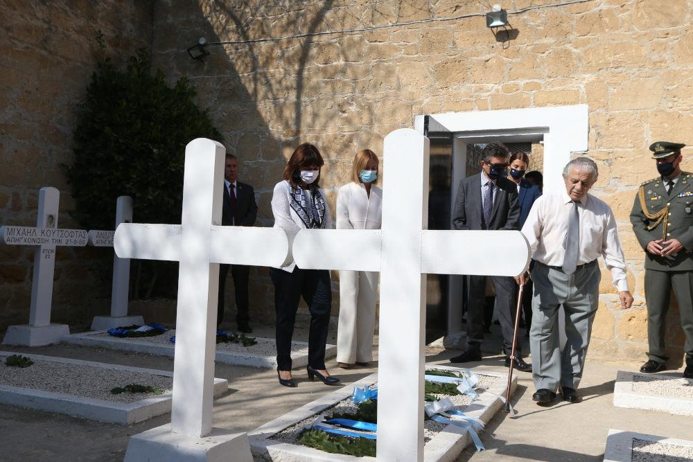 Η Κατερίνα Σακελλαροπούλου στα «φυλακισμένα μνήματα» στην Κύπρο