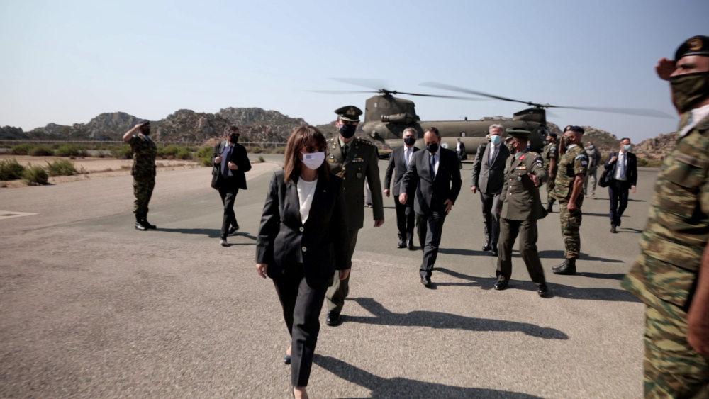 Η Κατερίνα Σακελλαροπούλου λίγα λεπτά μετά την άφιξή της στο Καστελόριζο