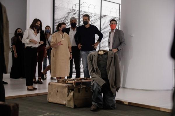 Ο Κυριάκος Μητσοτάκης ξεναγείται στο Μουσείο Σύγχρονης Τέχνης