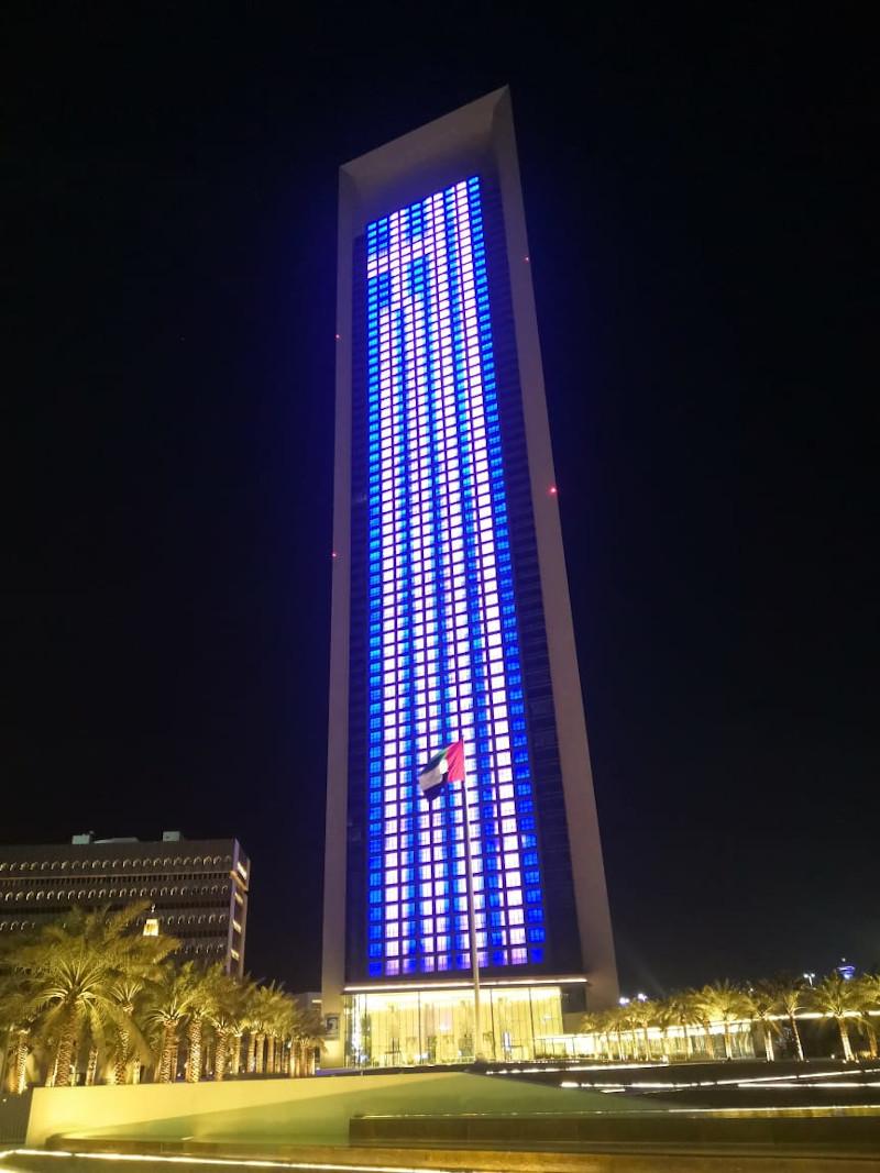 Ουρανοξύστης στα ΗΑΕ στα χρώματα της Ελλάδας